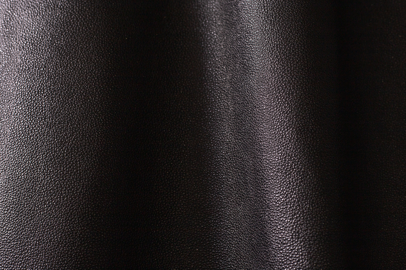 KUROZAN LEATHER EMBOSSED BLACK