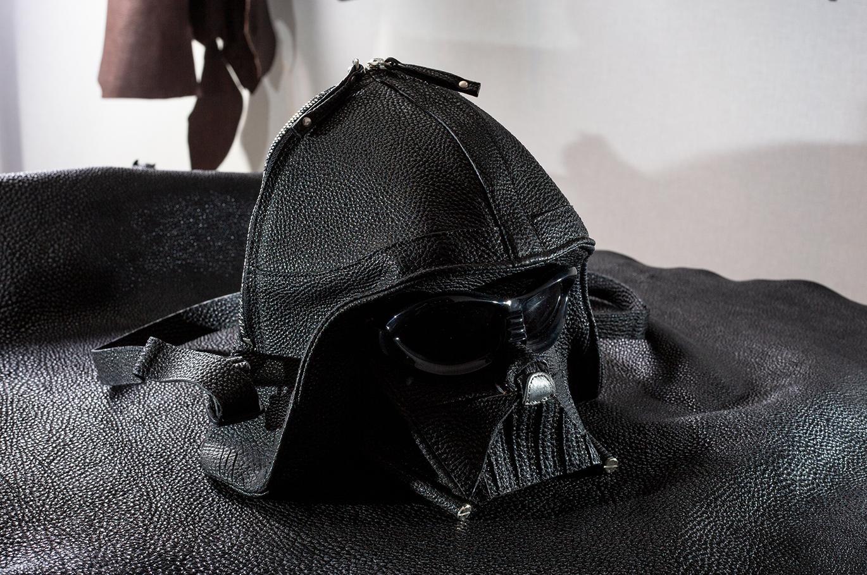黒桟革 極 黒